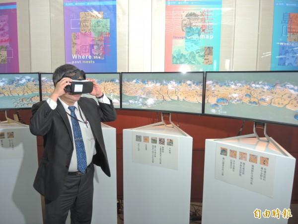 國立台灣圖書館將古地圖製作成3D立體影像,呈現歷史與科技融合的趣味。(記者翁聿煌攝)