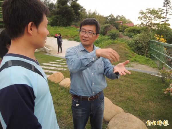 看似不起眼的科學農場,卻充斥琳瑯滿目的生態教材,透過吳聲淼的導覽解說,總讓訪客獲益良多。(記者廖雪茹攝)