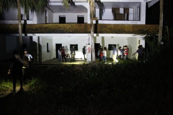 知名夜遊團「鬼故事夜遊團」開團6年來,第一次在夜遊途中發現屍體。(黎清源提供)