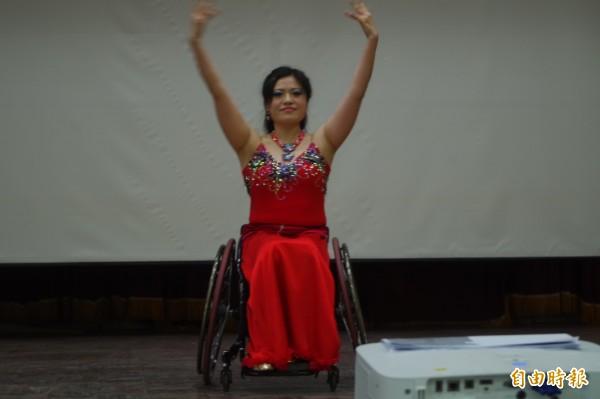 林欣儒在舞蹈舞台發光發熱,展現熱愛生命之光。(記者林國賢攝)