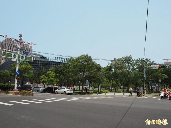 市圖總館將座落於桃園市中正藝文特區,一旁即為捷運綠線展演中心站(G11站)。(記者陳昀攝)