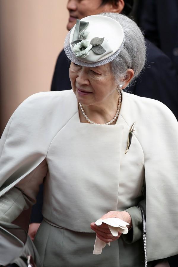 多位政府相關人士透露,天皇退位後,稱號擬用「上皇」,但皇后則不會改成「皇太后」,預計使用新稱號「上皇后」。(路透)