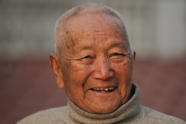 尼泊爾85歲老翁舍川計畫下個月再次攀登這座8850公尺的高山,奪回最高齡登聖母峰紀錄。(美聯社)