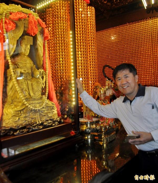 這座千年沉香媽祖聖像高109公分,歷經2年才雕刻完成。(記者李容萍攝)