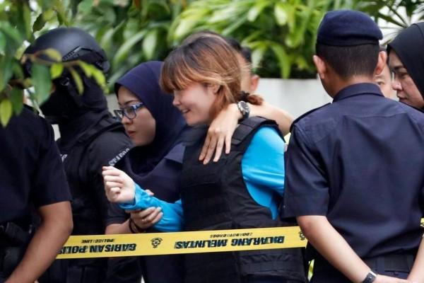 越南籍女嫌段氏香(染金髮者)面露微笑的出庭。(圖擷自《USNews》)