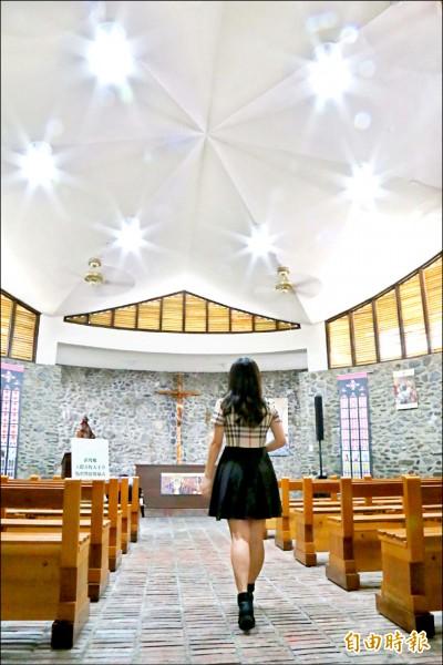 玉環天主堂成為屏東打卡新亮點。(記者邱芷柔攝)