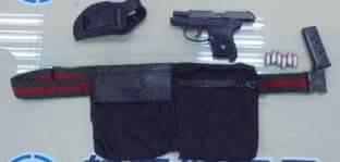 加州女警葛蘭特將手槍及6發子彈放在腰包。(記者朱沛雄翻攝)