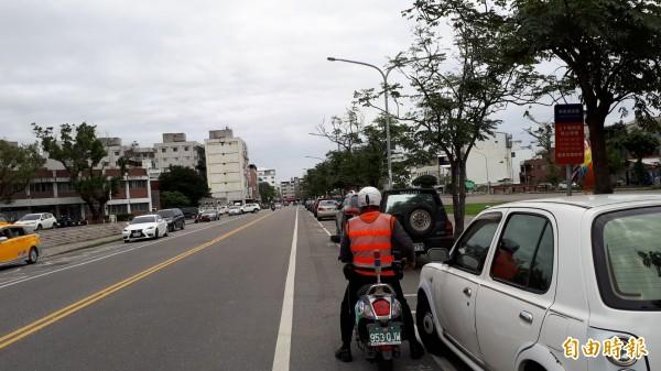 台東市路邊停車因得標收費業者變動,明天起免繳費到本月底。(記者黃明堂攝)