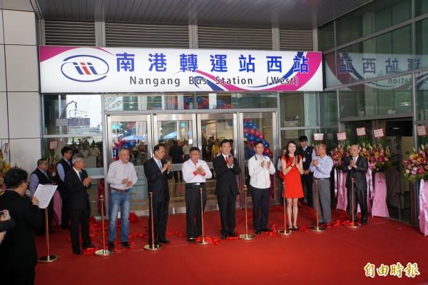南港轉運站可紓解台北車站轉乘人潮,對東部民眾接機場捷運也很方便。(記者張凱翔攝)
