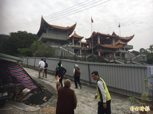 碧雲禪寺傳出整棟建築為大違建,圖為 2017年3月30日彰化縣政府、議會會勘。(資料照,記者顏宏駿攝)