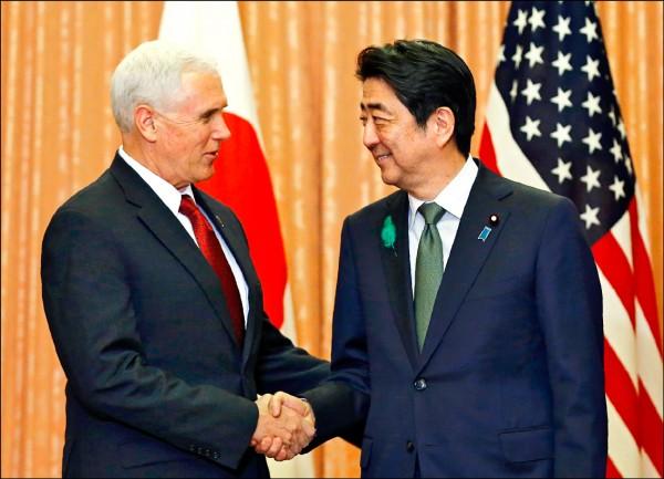 美國副總統彭斯(左)與日本首相安倍晉三會談,將加強呼籲中國發揮對北韓的影響力。(彭博社)