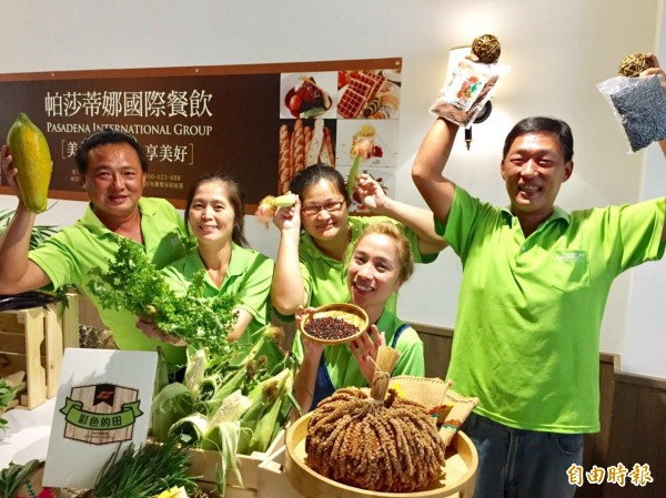 市府農業局型農大聯盟與高市綠色友善餐廳帕莎蒂娜義大利屋餐廳合作,首次推出自然生活節。(記者陳文嬋攝)