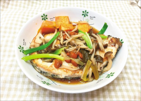 ▲時蔬藥膳煎鮮魚。 (照片提供/王儀絜)