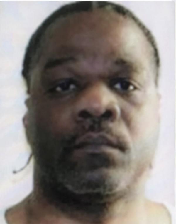 在1993年2月9日勒死26歲女子的李(Ledell Lee),於美國阿肯色州星期四(20日)晚間11時44分被執行死刑,他是當地政府2005年後首次處死的死囚。(歐新社)
