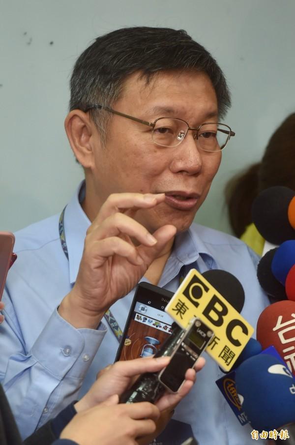 台灣在宅醫療學會22日舉行成立大會暨第一屆國際研討會,台北市長柯文哲出席致詞,會後接受媒體訪問。(記者簡榮豐攝)
