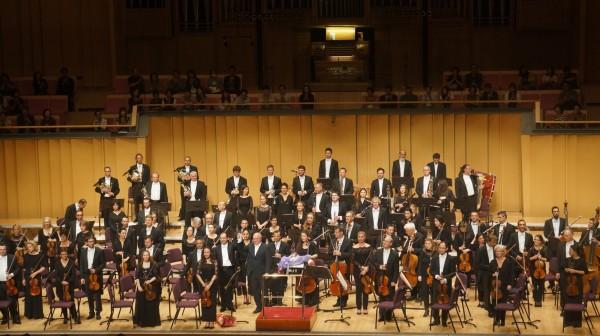 法國國家土魯斯管弦樂團團員,中提琴手陳均源(前排右3),是在台灣出生的屏東囝仔。(牛耳藝術提供)