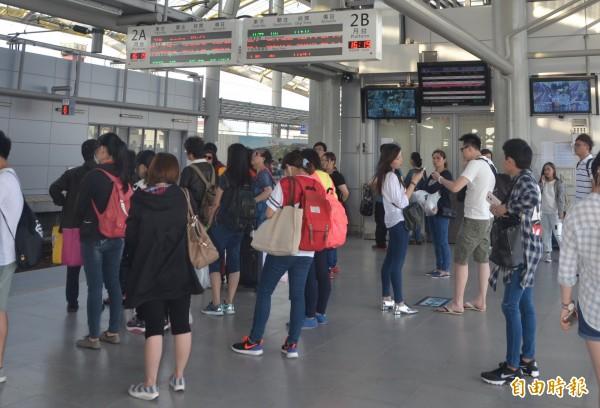 台鐵改點後班次增加,屏東人長途洽公及搭高鐵將更方便。(記者葉永騫攝)