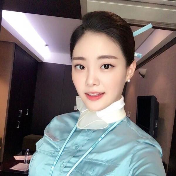 前大韓航空空服員鄭素拉,因為外型姣好,曾被網友譽為「最美空姐」。(圖擷取自Instagram)