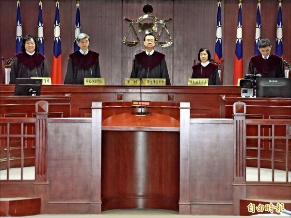 同婚釋憲案,大法官3月召開憲法法庭進行言詞辯論,由司法院長許宗力(中)擔任審判長。(資料照,記者黃耀徵攝)