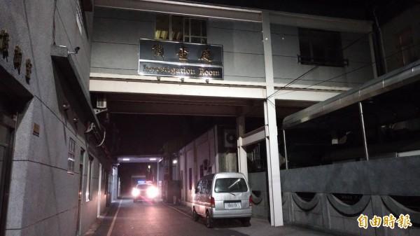 雲林縣一名21歲狠父痛毆2月大男嬰重傷,昨遭警方逮捕,晚間裁准聲押。(記者廖淑玲攝)
