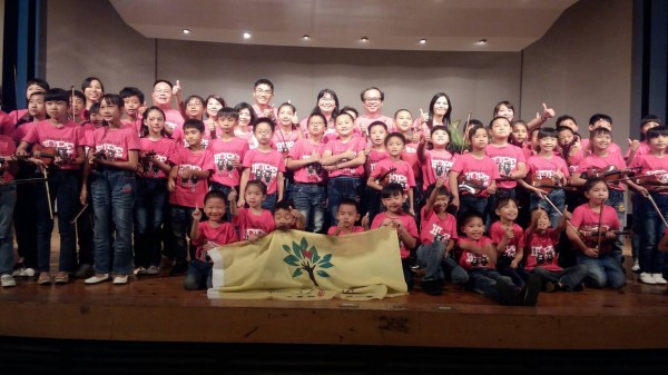 高樹鄉新南國小弦樂團的表演感動了很多人。(圖:縣府提供)
