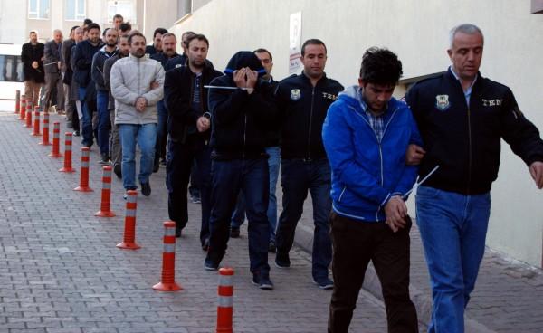 土耳其警方今天在全國81個省,同步搜捕與流亡美國的穆斯林教士葛蘭有關的人士。(法新社)