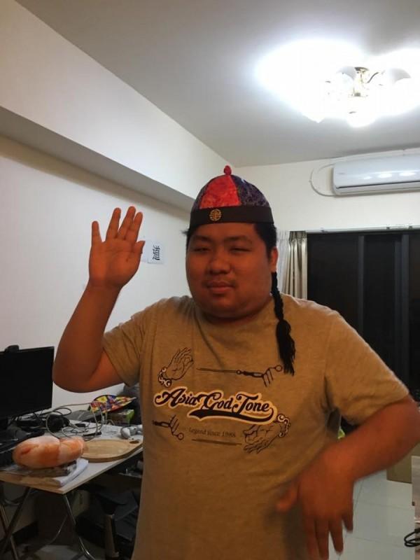 統神曾與谷阿莫有合作關係,認為谷應對外道歉。(圖片擷取自「亞洲統神-張嘉航」臉書)