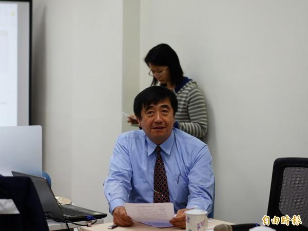 司法院資訊處處長王金龍對外說明個資爭議。(記者黃欣柏攝)
