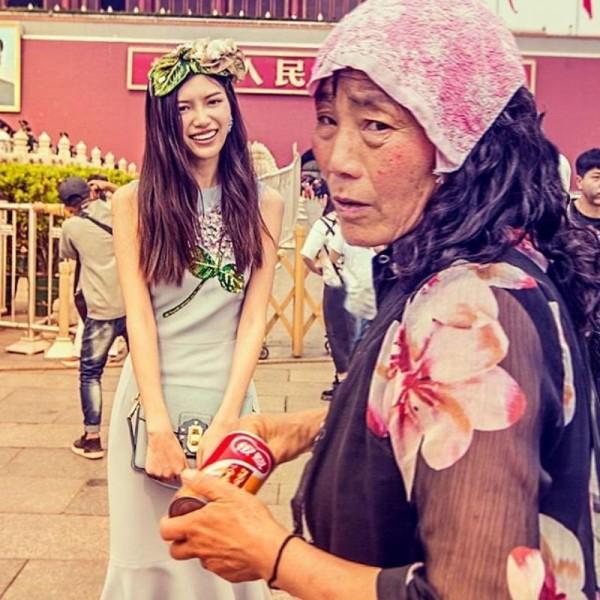 D&G最近以「DG愛中國」為主題,拍攝一系列中國在地風俗民情的廣告照片,但卻被中國部分網友批評是「矮化中國」。(圖擷取自微博)