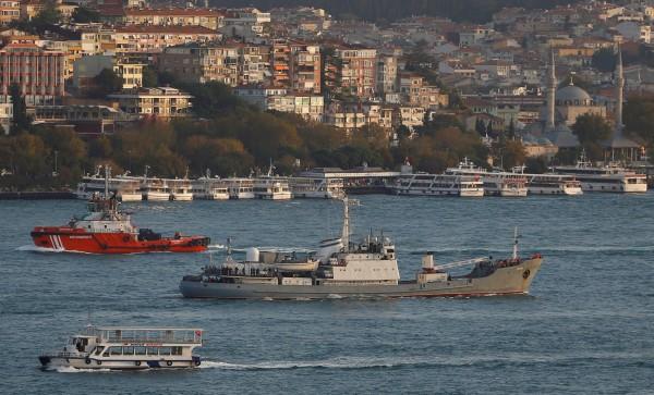 俄羅斯海軍一艘偵查艦,今(27)日在土耳其博斯普魯斯海峽(Bosphorus Strait)附近與一艘貨輪相撞,造成艦艇損壞沉沒。(資料照,路透)