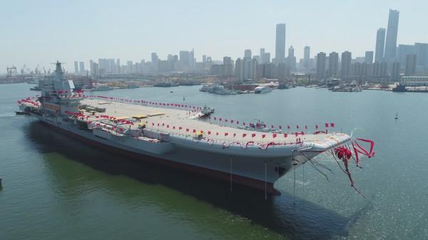 中國首艘自製航空母艦「001A」,26日在大連造船廠正式下水。(美聯社)