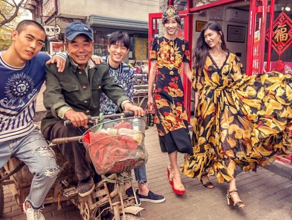 D&G最近以「DG愛中國」為主題,拍攝一系列中國在地風俗民情的廣告照片,但卻被中國部分網友批評是「矮化中國」。(圖擷取自D&G臉書)