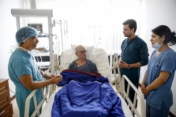 梁聖岳於26日被救起後送往加德滿都當地的醫院接受治療,醫生在當晚約7點時表示,梁的情況已穩定下來,無生命危險。(歐新社)