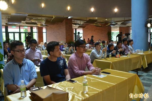 民進黨立委陳歐珀在宜蘭縣議會,舉辦「創意、創新、創業」蘭陽青年夢想啟航座談會。(記者游明金攝)