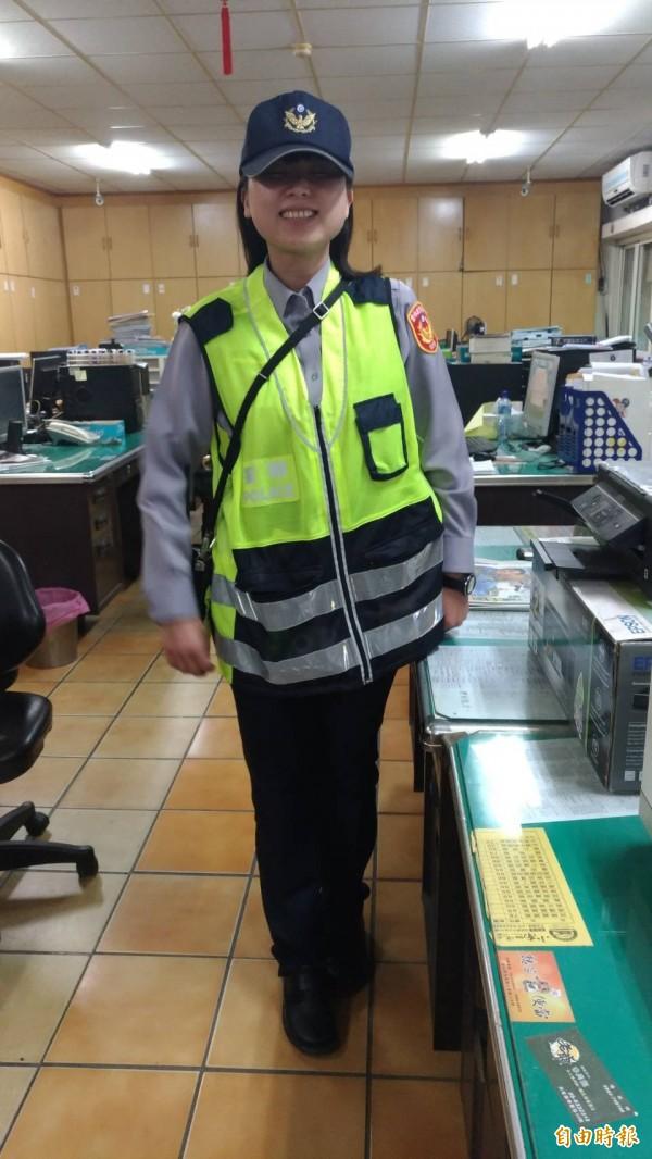 超商店長變女警的李采琳。(記者廖淑玲攝)