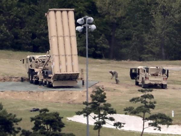 薩德發射器部署於南韓慶尚北道星州郡高爾夫球場內。(美聯社)