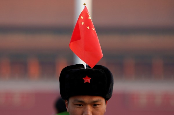 中國政府宣布有意訂立《國歌法》,讓演唱「不當」版本國歌的行為可被法律制裁,不少網友認為這就是衝著香港來的。(路透)