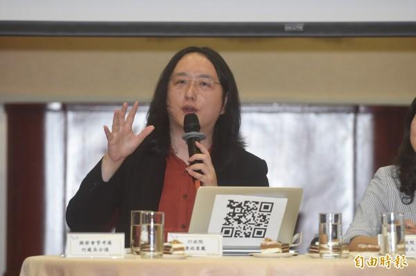 行政院政務委員唐鳳今(5日)向媒體表示,謠言及不實訊息交由法律管制,政府不應插手查核機制。(記者叢昌瑾攝)