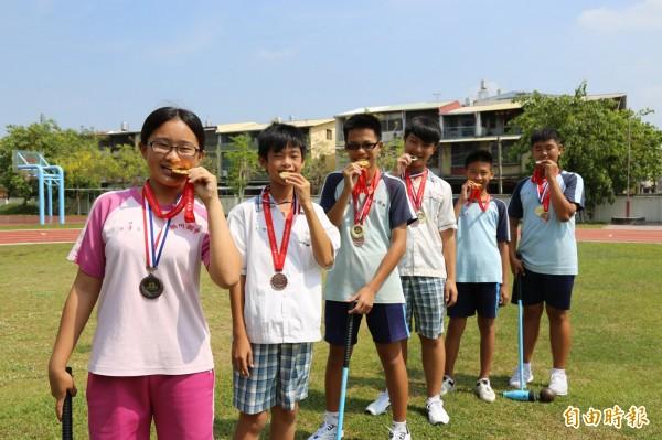 潮州國中學生在全中運賽事木球項目拿下2金1銀1銅佳績。(記者邱芷柔攝)
