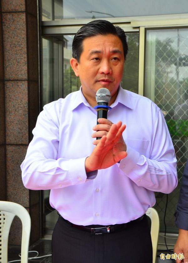 立委王定宇抨擊郭冠英,以大中國的意識型態,掩蓋做人的良心與理智。(記者吳俊鋒攝)