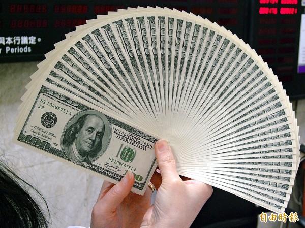 四月單月外資淨匯入12.74億美元,對台股帶來支撐效果。(資料照)