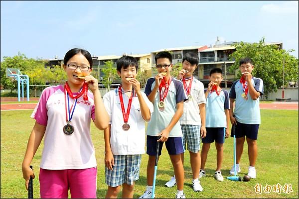 潮州國中學生在全中運賽事木球項目拿下二金一銀一銅佳績。(記者邱芷柔攝)