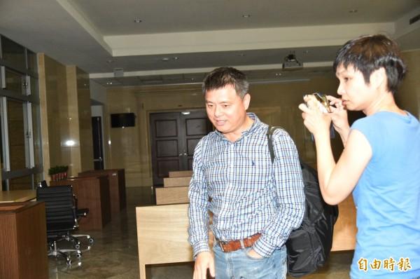 違反國安法被傳訊的馬祖防衛部副指揮官謝嘉康少將,前晚經橋頭地檢署複訊後,以十萬元交保。(記者張忠義攝)