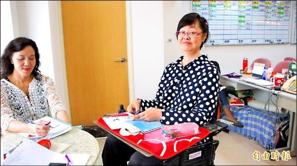 馬晶瀅雖是極重度肢體障礙者,但從不放棄自己,成為一個相當優秀的保險業務人員。(記者蘇金鳳攝)