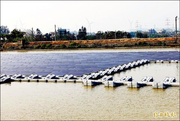 桃園市第一口示範光電埤塘位於桃園農業博覽會的會場內。(記者李容萍攝)
