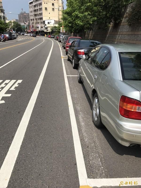 彰化市中興等17條道路都將從7月1日起實施路邊停車收費。(記者湯世名攝)