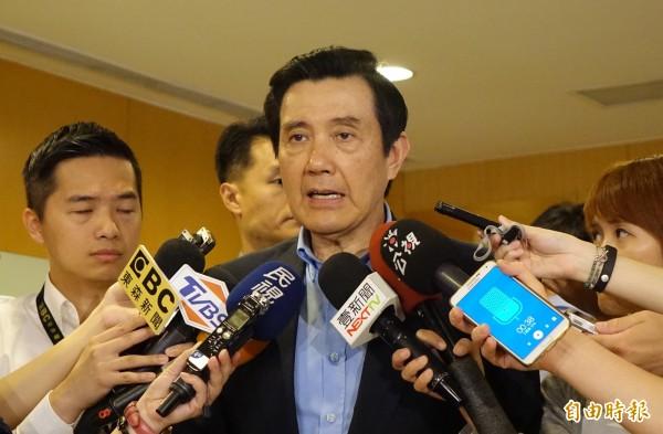 長風基金會13日以「錯誤前瞻計畫掏空台灣未來」為題進行公共政策座談會,前總統馬英九會前受訪表示,不是簽了兩公約就不能判處死刑。(記者叢昌瑾攝)