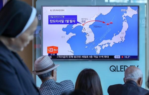 北韓今晨試射一枚導彈,飛行距離約700公里,最後落入日本海。(路透)