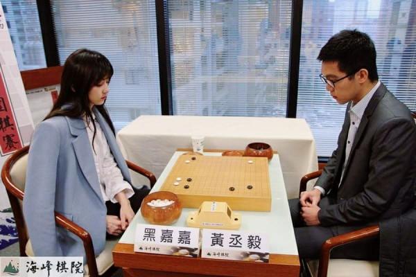 有「圍棋女神」之稱的職業7段棋士黑嘉嘉認為,柯潔能贏一盤就非常厲害了。(圖擷取自黑嘉嘉臉書)