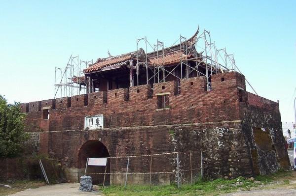 恆春東門城樓921損壞嚴重。圖為舊貌。(記者蔡宗憲翻攝)